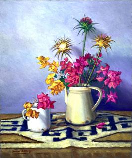 Jarra con flores de color amarillo y rosa