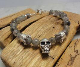 Facettiertes Grauqarz-Armband mit Krönchen und Totenkopf in Silber 925
