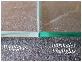 Mehrpreis für Weißglas (nahezu farbneutrales Glas und somit nahezu farbneutrale Motive mit weißer LED-Beleuchtung)