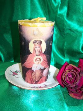 6 A. Gebetskerze mit der Ikone von Mutter Maria als Himmelskönigin und mit ihrem Gottessohn Jesus und dem Vater