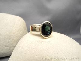 Ring K63 Fair Trade Silber aus Bolivien mit nachtblauem Saphir aus Thailand (konventionell)
