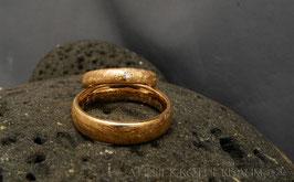 Trauring K6 1/4-rund Profil gekritzelte Oberfläche Fairtrade Gold 750