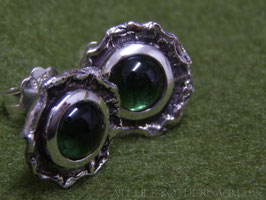 """Ohrstecker """"Rustico""""  K49 mit runden tiefgrünen Turmalin Cabochons aus Fair Trade Mine in Brasilien Fair Trade Silber (925) aus Bolivien"""