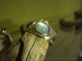 K32 Ring aus Fair Trade Silber (925) aus Bolivien mit ovalem Aquamarin Cabochon