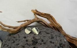 Ohrstecker K104 Fair Trade Silber aus Bolivien mit Schwung rundgehämmert