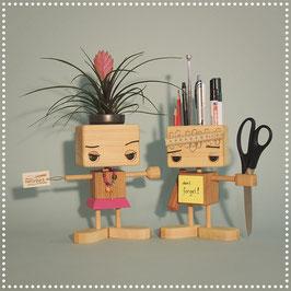 Holzroboter (ohne Zubehör wie Pflanzen oder Büromaterial)