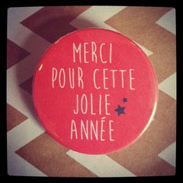 Petit badge Merci rouge