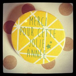 Petit badge Merci jaune