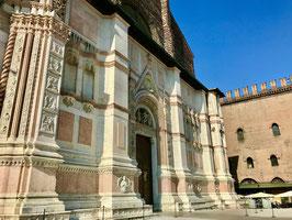 Mercoledì,  venerdì  e sabato, Visita in italiano