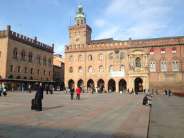 Join a group tour  in Bologna on Saturdays
