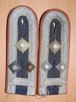 Artikelnummer : 01343 Paar Schulterstücke für einen Stabsfeldwebel