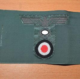 Artikelnummer: 02449  Mützenadler grün T Modell