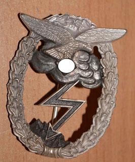 Artikelnummer : 02305 Erdkampfabzeichen der luftwaffe