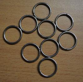 Artikelnummer: 01198  Eisen vernickelt Ringe für Knöpfe