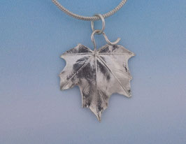 Maple Leaf Pendant smooth  L 5 S P