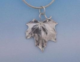 Maple Leaf Pendant smooth  L 5 S P