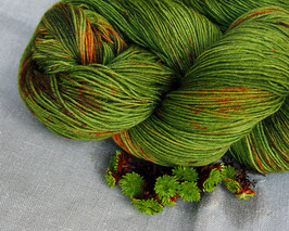 welthase bfl XL 150g fingering juicy speckled green moss