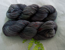 welthase bfl XL 150g fingering granite chili choc