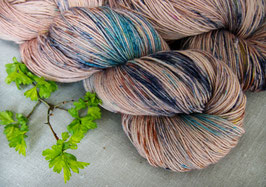 welthase bfl XL 150g fingering pines at the sea * unique dots