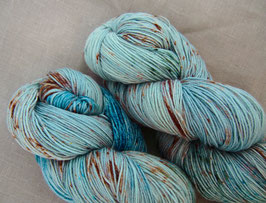 welthase bfl XL 150g fingering sprinkle egg blue
