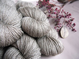 welthase yak fingering golden grey
