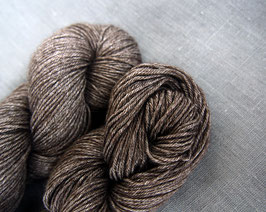 welthase yak/silk fingering  50g deep natural brown