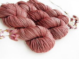 welthase yak fingering vintage rose
