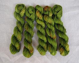 welthase bfl  mini skein 20g fingering green glass speckles
