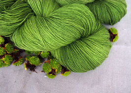 welthase bfl XL 150g fingering green glass