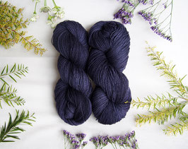 welthase bfl XL 150g fingering hypnotic blue