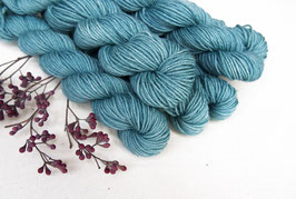 welthase bfl  mini skein 20g fingering blue blessing