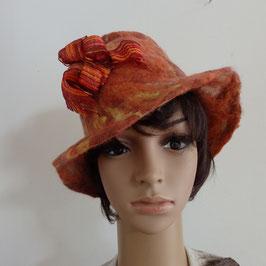 Chapeau en laine feutrée orange et ruban