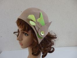 FM02 Bibi beige vintage à plumes vertes