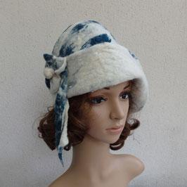 FO04 Chapeau cloche en laine de mouton blanc et bleu