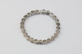 Silberarmband mit kleinen Herzen