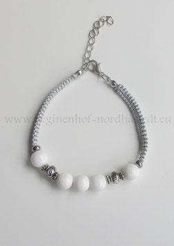Makramee-Armband mit weißer Jade und Edelstahlperlen