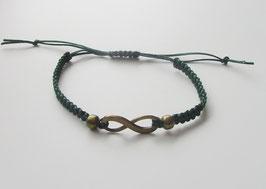 Makrameearmband grün mit  Uendlichkeitszeichen und Perlen aus Bronze