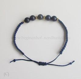 Makrameearmband mit Lapis Lazuli