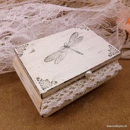 Schmuckkästchen shabby vintage mit Libelle und Spitze