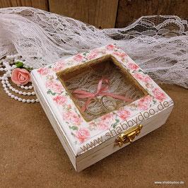 Ringkästchen romantisch mit rosa Rosen aus Holz mit Moos oder Spitze shabby vintage