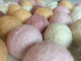 50 Filzkugeln in sanften Farben