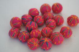 25 Filzkugeln 2cm bestickt - pink, orange Fäden