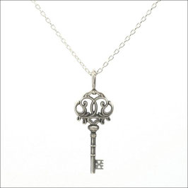 ILIOST Key #tri Necklace