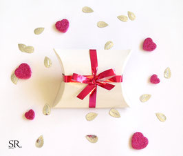 Kissenverpackung weiß-glänzend Pinke Schleife