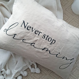 "Kissen ""Never stop dreaming"""
