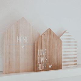 """Holzhäuschen """"Love lives here"""""""