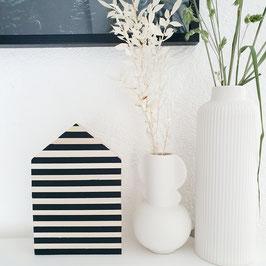 Holzhäuschen Streifen schwarz