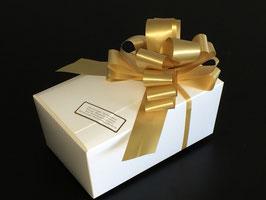 500g Belgische Pralinen - OHNE Zucker - in weißem Ballotin mit goldener Schleife