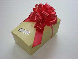 1000g Belgische Pralinen - OHNE Zucker - in beigefarbigem Ballotin mit roter Schleife