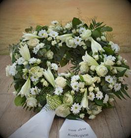 Trauerkranz, rund gesteckt, Weiße Töne (#0226-Weiß)